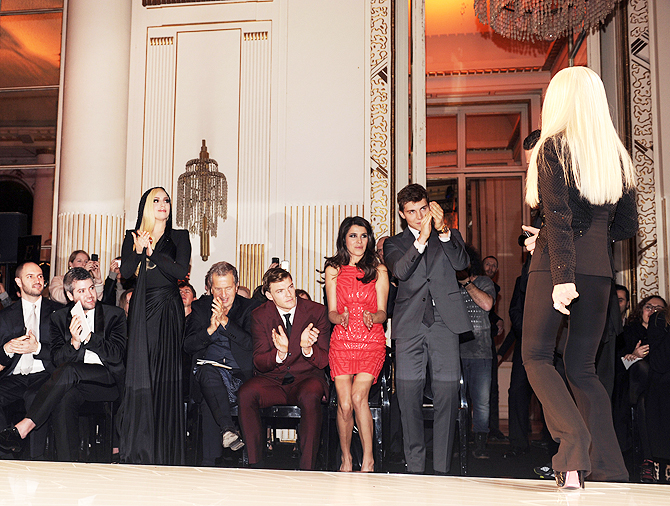Леди Гага показ мод