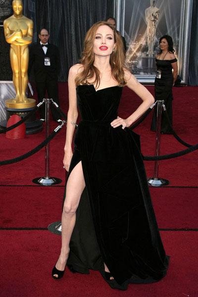 черное платье Анджелины Джоли