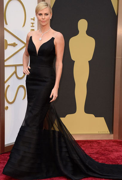 черное платье Шарлиз Терон