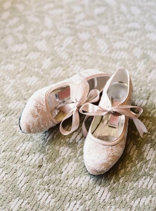 бежевые кружевные свадебные балетки