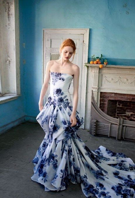 свадебное платье с синими цветами
