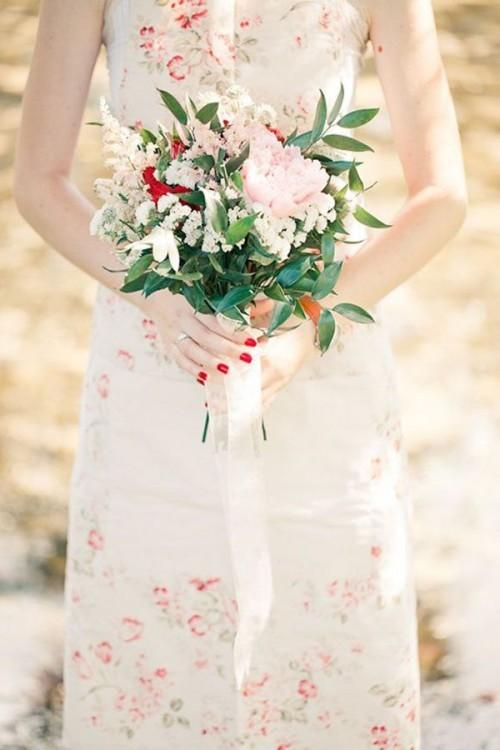 нежное свадебное платье с цветами