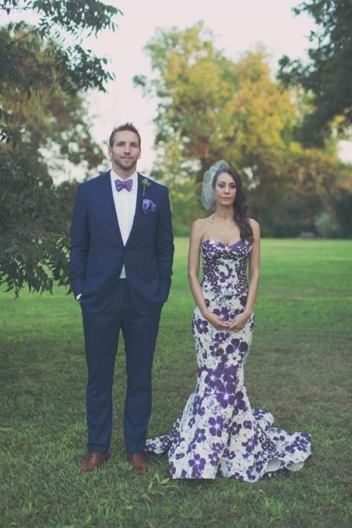 свадебное платье с большими сиреневыми цветами