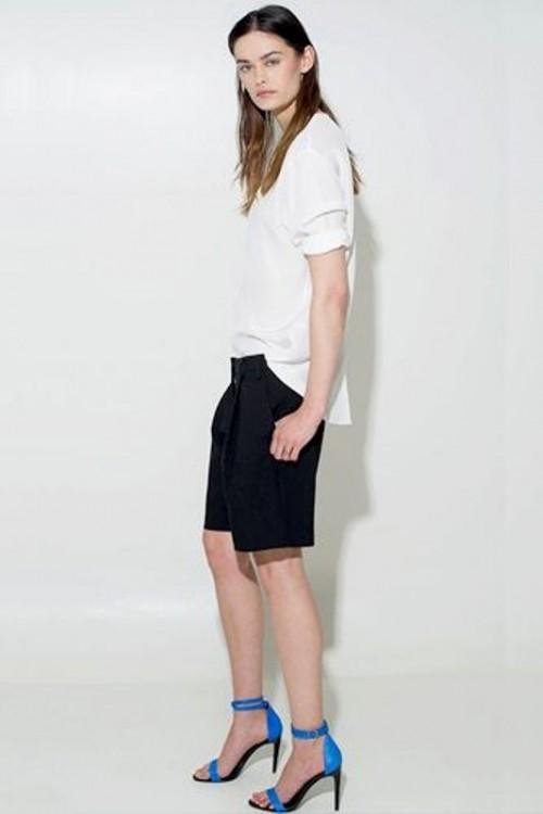 белая блузка с бриджами