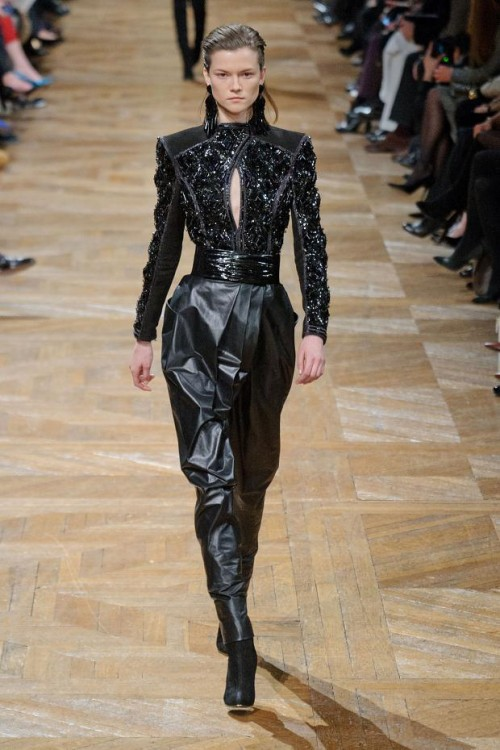 коллекция Balmain: черный цвет в одежде