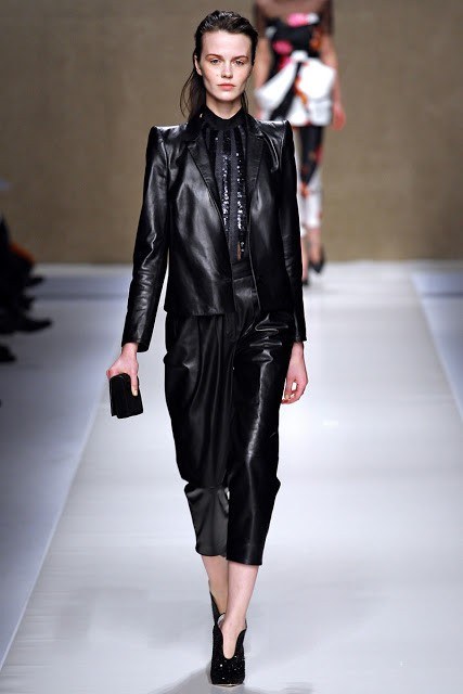 черный цвет в одежде: коллекция Blumarine фото 3