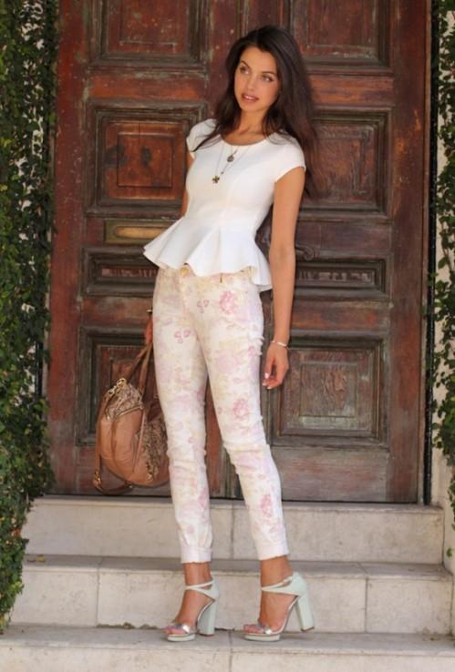 брюки с белым топом