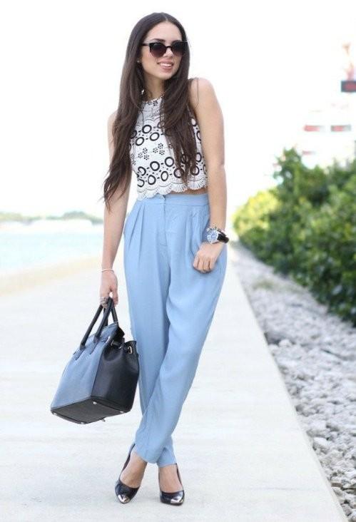 синие брюки с завышенной талией