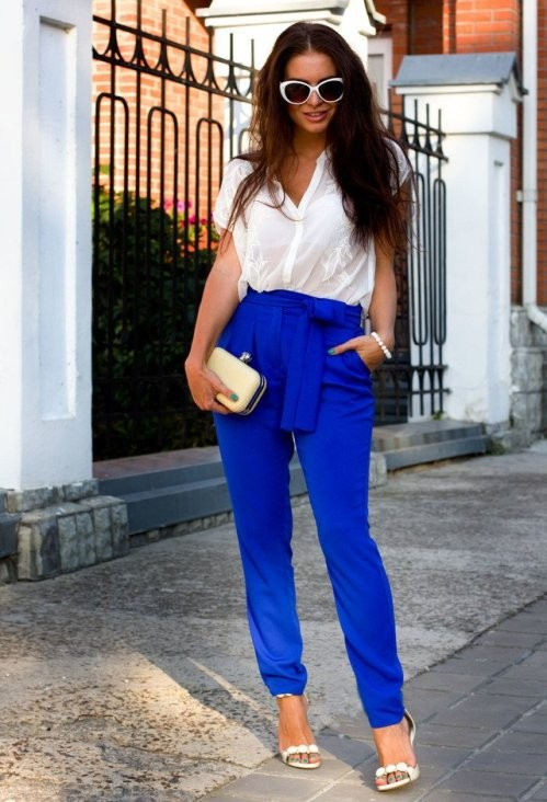 ярко синие брюки с завышенной талией