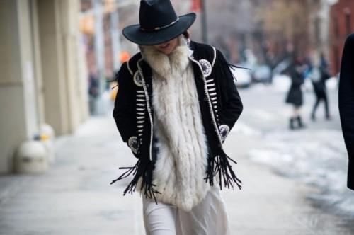 черная куртка в этническом стиле