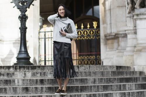 черная кожаная юбка в этническом силе