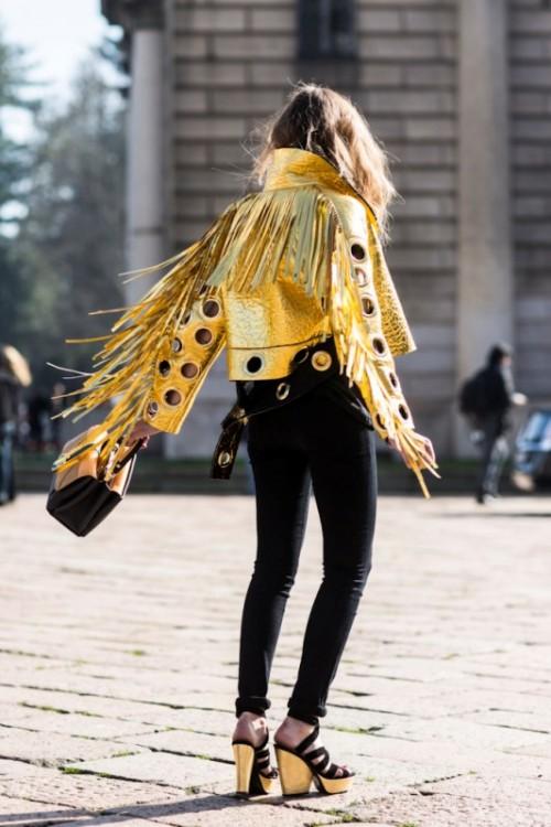 золотая кожаная куртка в этническом стиле