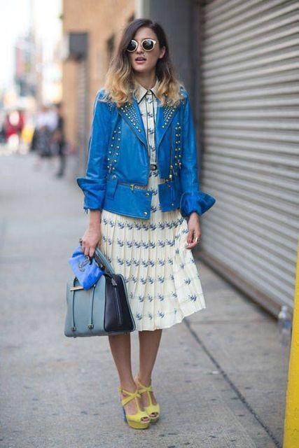 синяя кожаная куртка с платьем