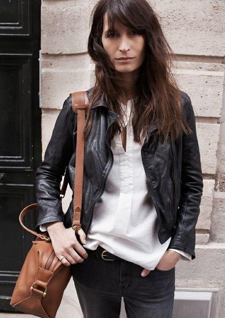 черная кожаная куртка с джинсами