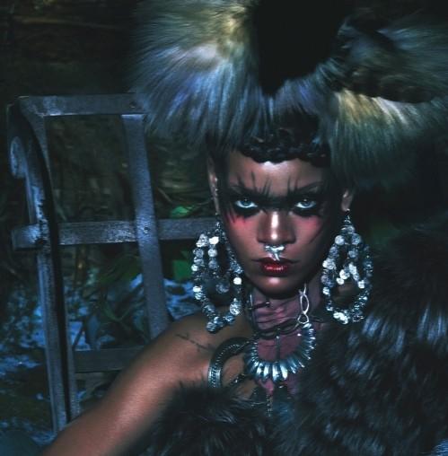 Рианна в шубах Isabel Marant,  McQueen, Michael Kors фото 2