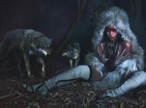Рианна в шубах Isabel Marant,  McQueen, Michael Kors фото 1