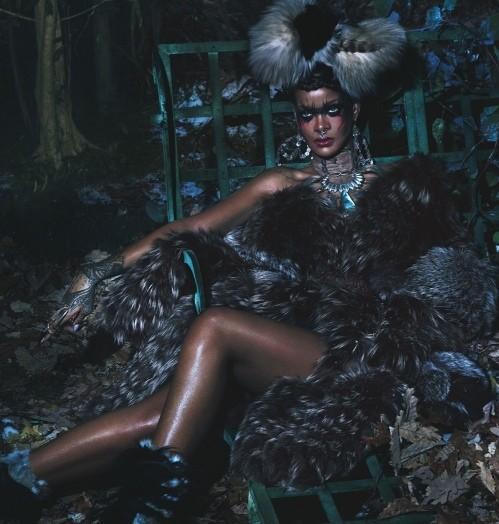Рианна в шубах Isabel Marant,  McQueen, Michael Kors фото 6