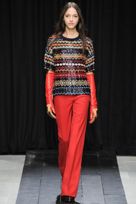 женский свитер с рукавом три четверти
