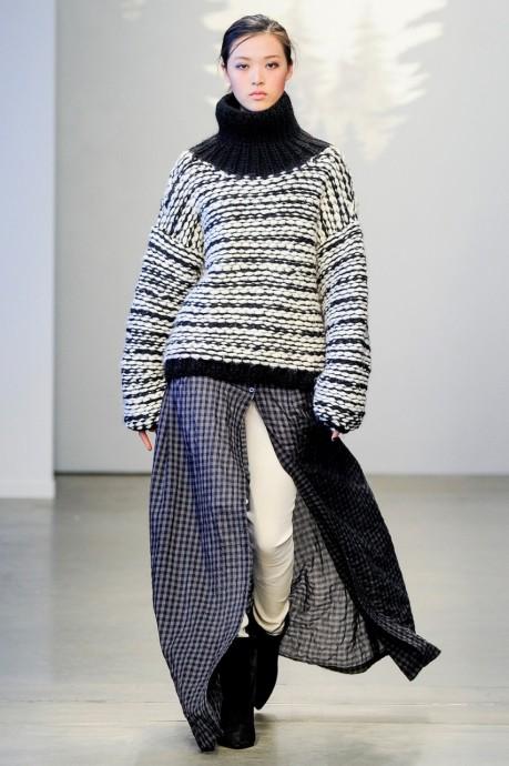 свитер свободного кроя