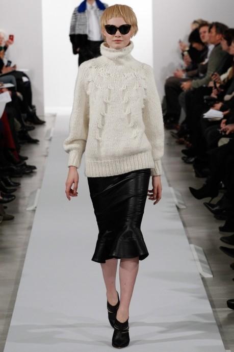 свитер вязанный спицами