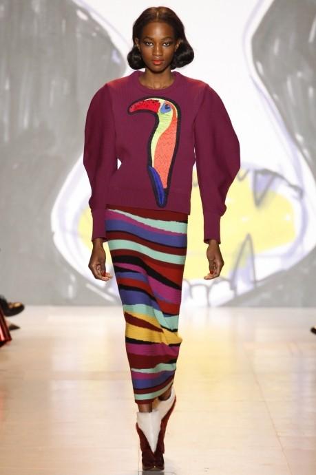бордовый свитер с аппликацией