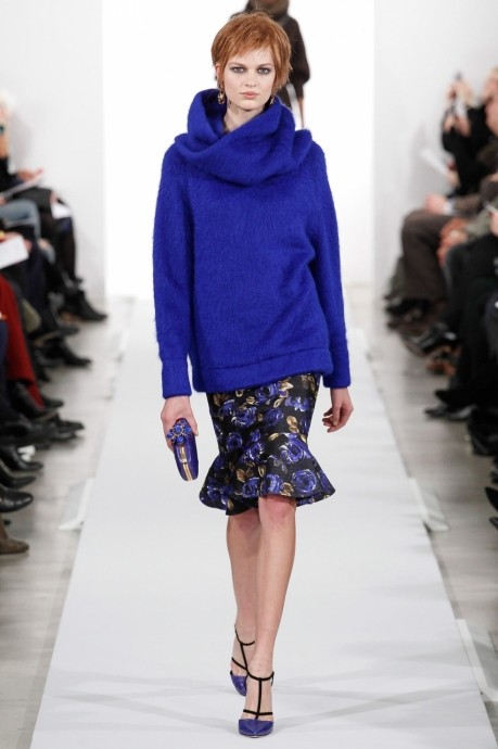 модный объемный женский свитер