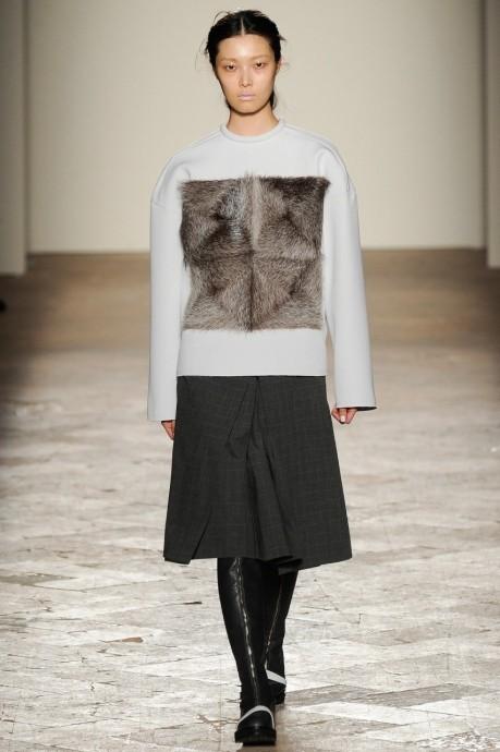 свитер с мехом