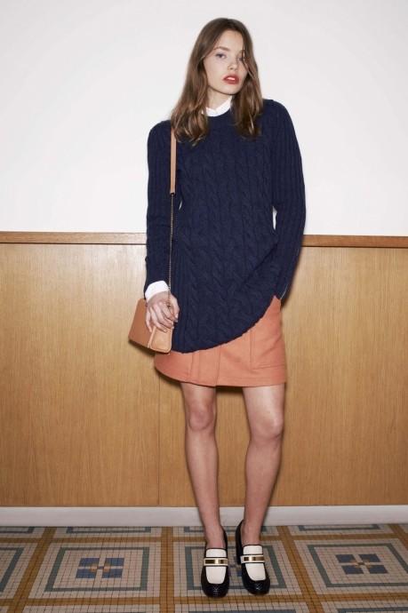 объемный вязанный свитер косами