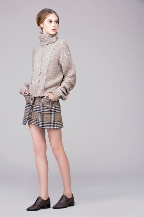 бежевый вязанный женский свитер
