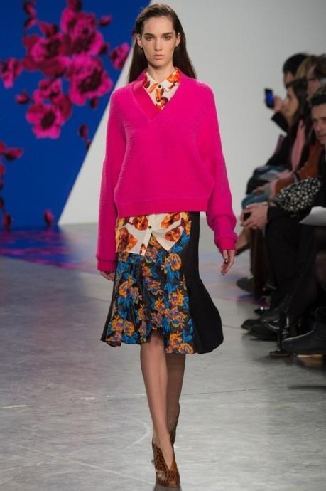 розовый женский свитер