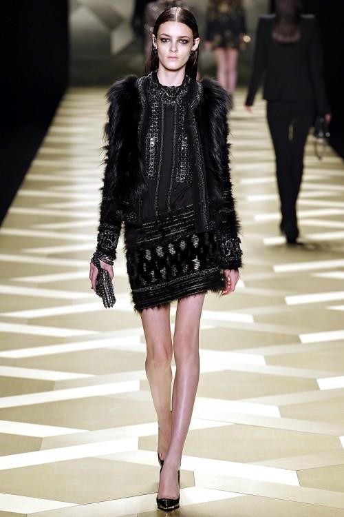 сочетание черного цвета в одежде  Roberto Cavalli