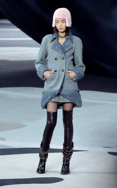 сочетание синего цвета в одежде Chanel