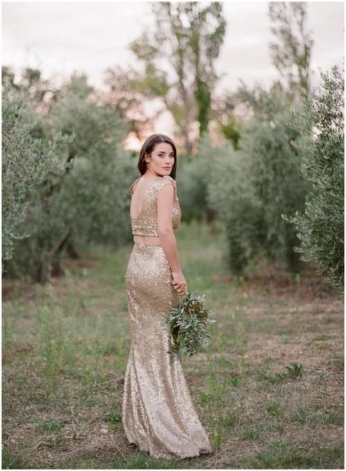 золотое свадебное платье прямого кроя