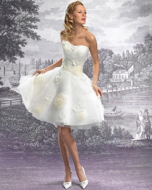 кружевное короткое свадебное платье: коллекция 2018 фото 33