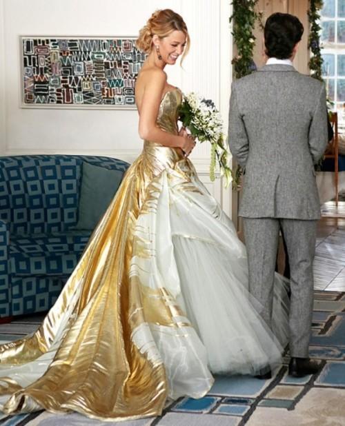 золотое с белым  свадебное платье