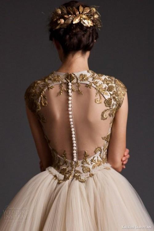 золотое свадебное платье с открытой спиной