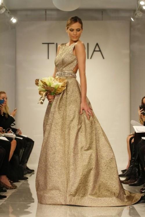 золотое свадебное платье из парчи