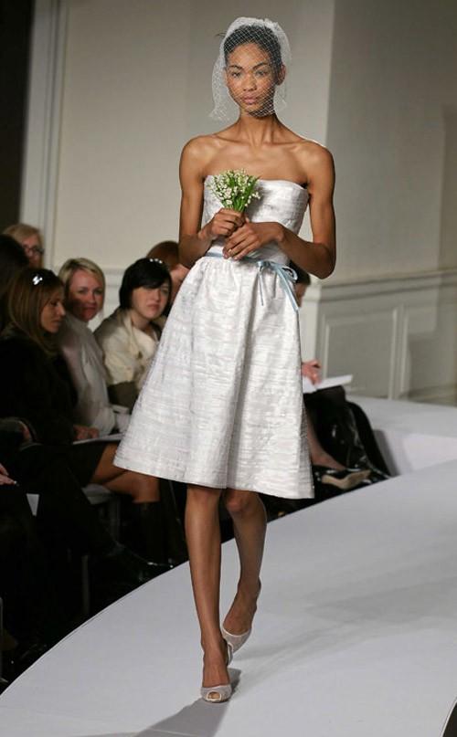 кружевное короткое свадебное платье: коллекция 2018 фото 30