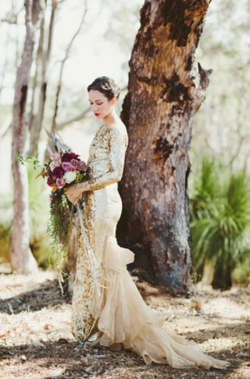 золотое свадебное платье с длинным рукавом