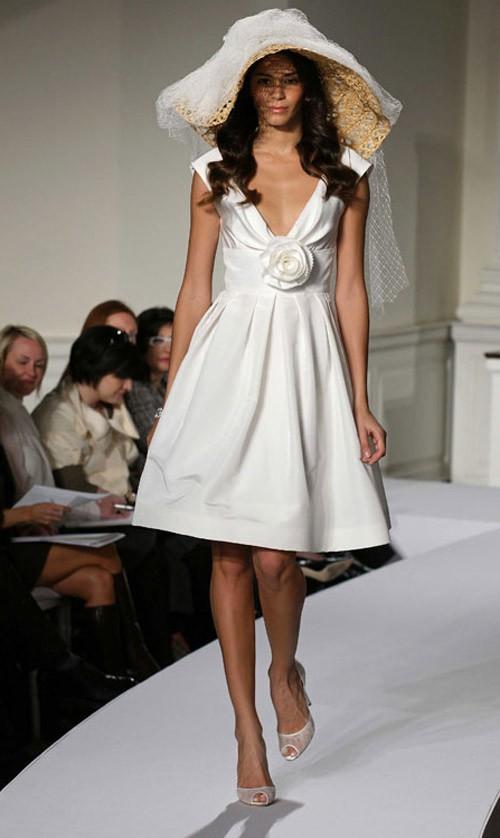 кружевное короткое свадебное платье: коллекция 2018 фото 26