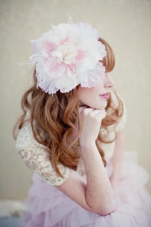 Свадебная прическа с цветком фото 18