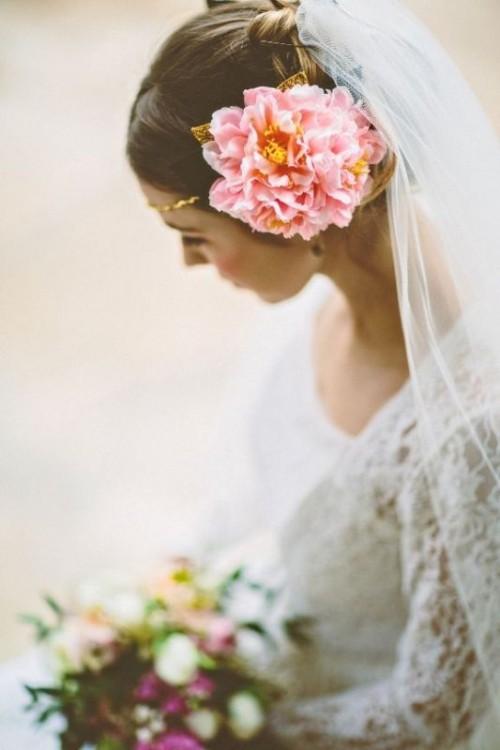 Свадебная прическа с цветком фото 26