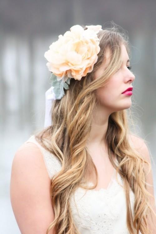 Свадебная прическа с цветком фото 2