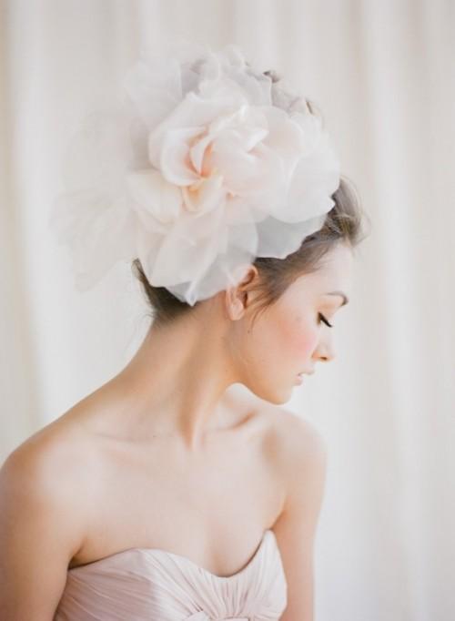 Свадебная прическа с цветком фото 3