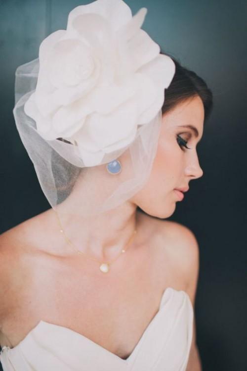 Свадебная прическа с цветком фото 8