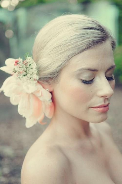 Свадебная прическа с цветком фото 6