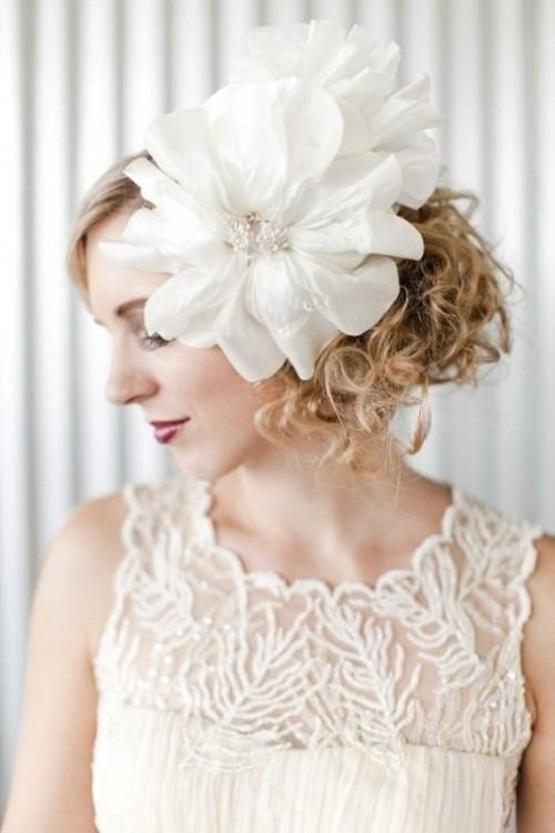 Свадебная прическа с цветком фото 17