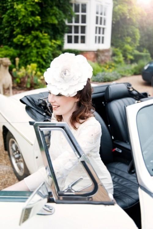 Свадебная прическа с цветком фото 22