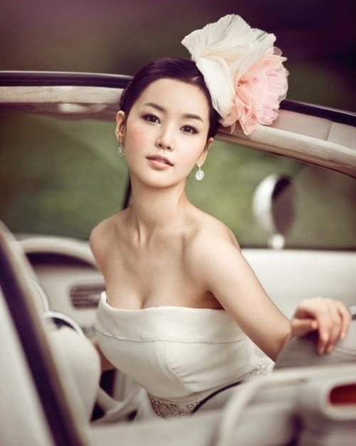 Свадебная прическа с цветком фото 27
