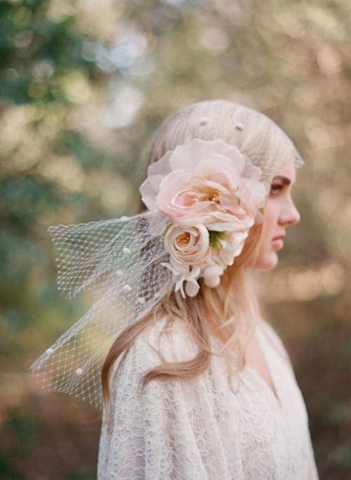 Свадебная прическа с цветком фото 25